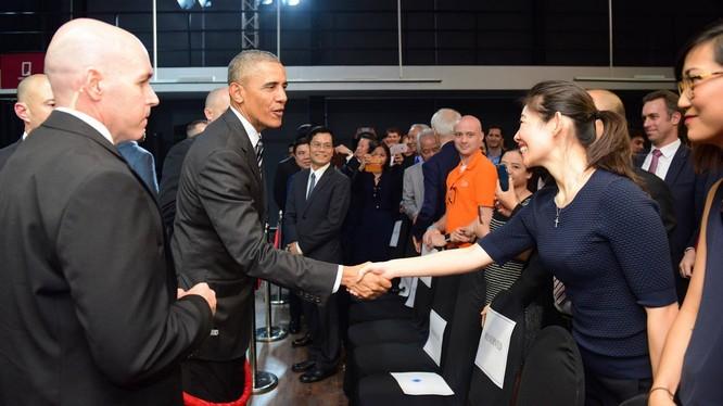 Tổng thống Obama bắt tay các nhà doanh nghiệp trẻ Việt Nam tại Dreamplex