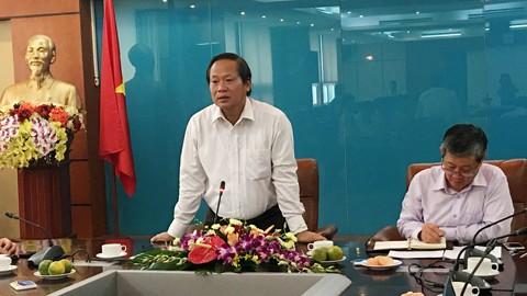 Bộ trưởng Bộ TT&TT Trương Minh Tuấn phát biểu tại cuộc họp.