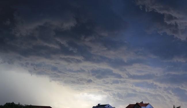 Dự báo thời tiết hôm nay (31.5): Bắc Bộ mưa dông, miền Trung nắng nóng