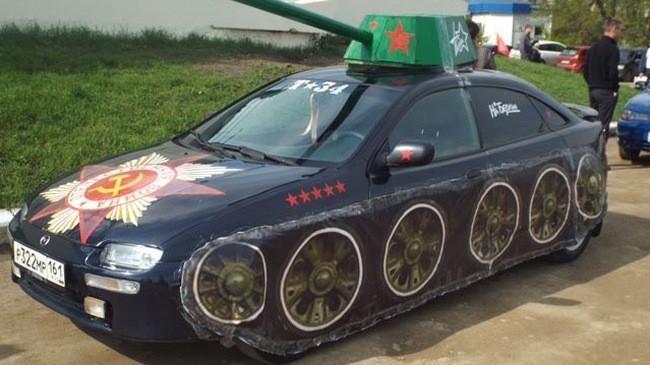 Ô tô mang phong cách xe tăng.