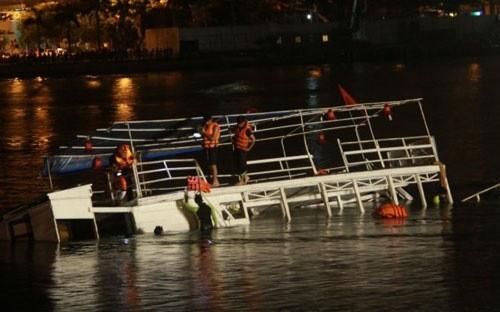 Những điều cần nằm lòng để sống sót khi chìm tàu