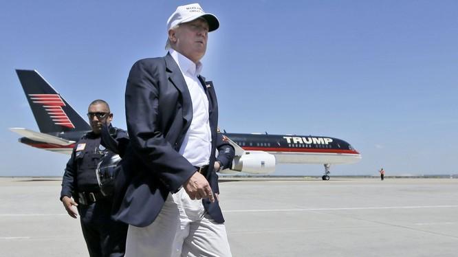 Khác với các máy bay cùng dòng có thể chở được 240 khách, Trump Force One chỉ có thể chở tối đa 43 người.