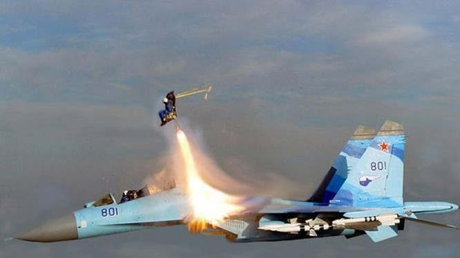 Ghế phóng thoát hiểm giúp phi công thoát ra khi một máy bay Su-35 bị sự cố