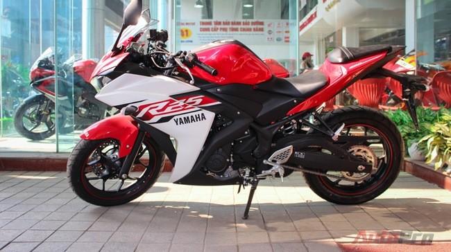 Yamaha R25.