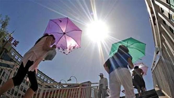 Thời gian nắng nóng trên 35 độ C kéo dài từ sáng sớm đến tối.