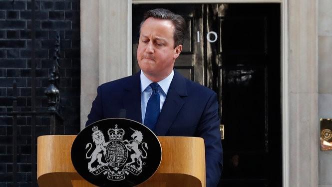 Thủ tướng Anh David Cameron phát biểu bên ngoài số 10 Downing - Ảnh: REUTERS