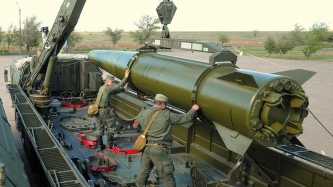 Hệ thống tên lửa đầu đạn hạt nhân Iskander.