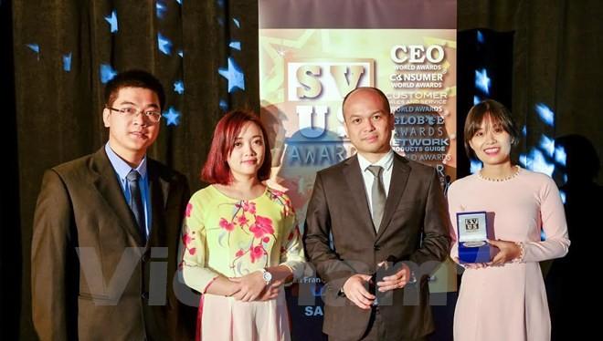 Đại diện Tập đoàn Viettel nhận giải thưởng tối 27/6 tại San Francisco, Mỹ. (Ảnh: Lê Dương/Vietnam+)