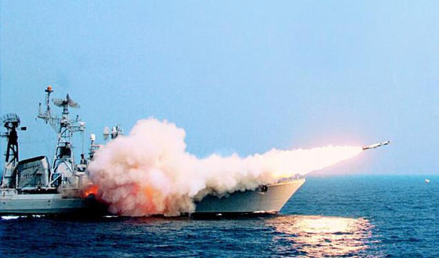 Theo phía Ấn Độ, BrahMos được xem là tên lửa hành trình đối hạm bay nhanh nhất thế giới, có thể phóng từ tàu chiến, tàu ngầm, trên mặt đất cũng như từ chiến đấu cơ.