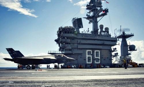 Tiêm kích F-35C xuất kích trên tàu USS Dwight D. Eisenhower.