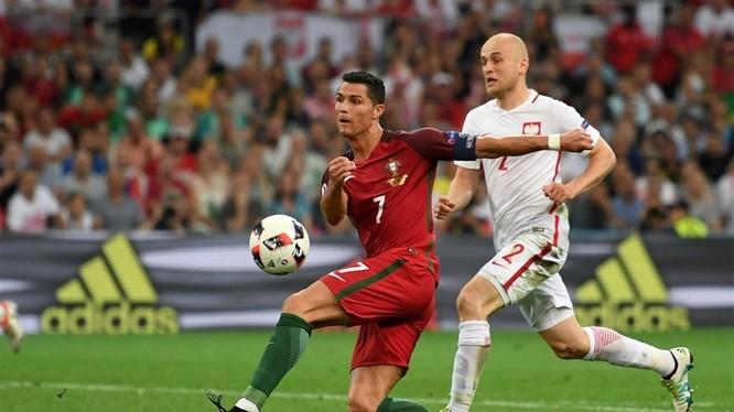 Ronaldo 2 lần xử lý hỏng ở những tư thế thuận lợi trước khung thành đối phương.