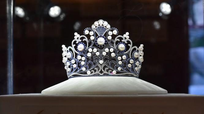 Chiếc Vương miện sẽ được trao cho người đẹp xuất sắc nhất trong chung kết Hoa hậu VN 2016.