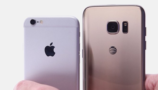 Sức hút của iPhone 6S không lớn trong khi đó Galaxy S7 của đối thủ Samsung lại được đánh giá cao. Ảnh: WSJ.