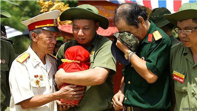 Hài cốt liệt sỹ Việt Nam ở mặt trận Vị Xuyên (Hà Giang) được thu thập sau trên dưới ba thập niên kết thúc chiến tranh biên giới Việt - Trung.