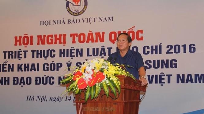 """Bộ trưởng Trương Minh Tuấn: """"Người làm báo có thể chưa vi phạm pháp luật, nhưng cũng không được vi phạm đạo đức nghề nghiệp của người làm báo""""."""