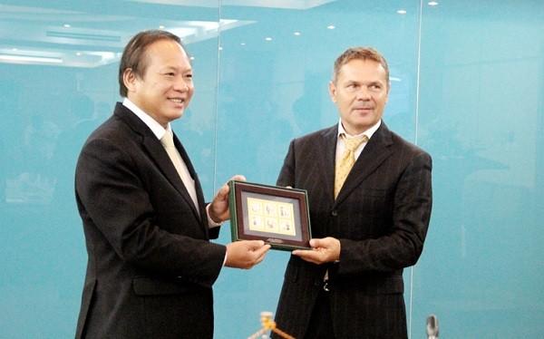 Bộ trưởng Trương Minh Tuấn và Thủ tướng Slovakia Robert Fico.