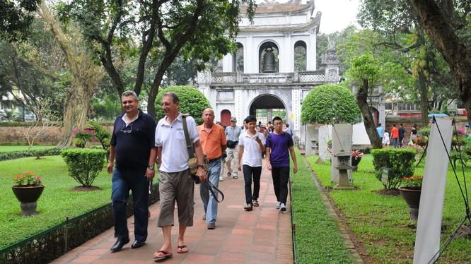 Thủ đô Hà Nội của Việt Nam chiếm vị trí thứ nhất trong tốp 10 thành phố có dịch vụ đời sống rẻ nhất thế giới.