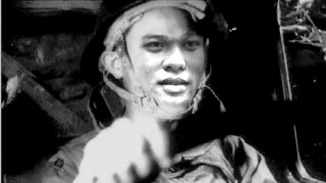 Mũ sắt, áo giáp là trang phục lính xe của tôi trong những ngày đầu tiên được biên chế về Trung đoàn 13 ô tô vận tải Anh hùng Bộ đội Trường Sơn.