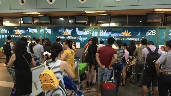 Các màn hình chỉ dẫn thông tin tại các quầy làm thủ tục chuyến bay (check-in) của các hãng hàng không ở sân bay Nội Bài đều bị tắt