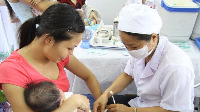 Pentaxim là vaccin phòng các bệnh Bạch hầu, Ho gà, Uốn ván, Bại liệt, Viêm màng não mủ do Hib.