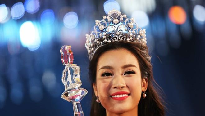 """Tân Hoa hậu Đỗ Mỹ Linh vừa đăng quang đã gặp phải """"nghi án"""" chỉnh sửa răng và nói xấu cô giáo."""
