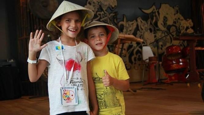 Tối ngày 1/9, Hà Nội triển khai thí điểm không gian phố đi bộ Hồ Gươm thu hút nhiều du khách và người dân tới tham gia.
