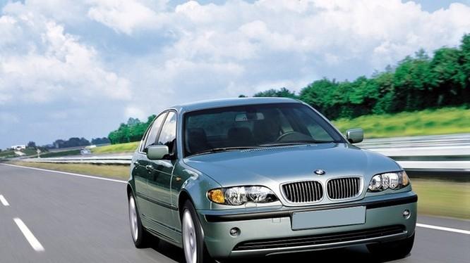 BMW 318i đời 2004 chỉ có giá bằng Ford Mondeo cùng đời, nhưng lại ít được ưa chuộng.