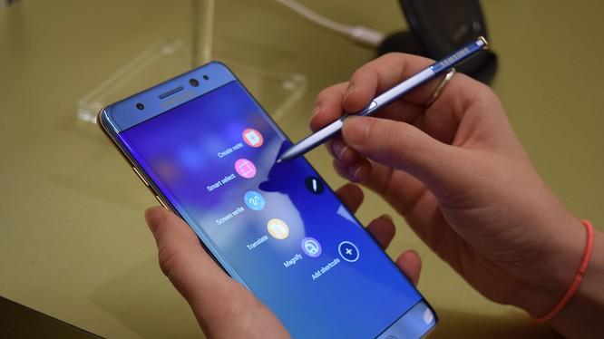 Samsung sẽ tạm thời ngừng bán Galaxy Note 7 và những thiết bị đã bán ra thị trường sẽ được thay thế miễn phí.