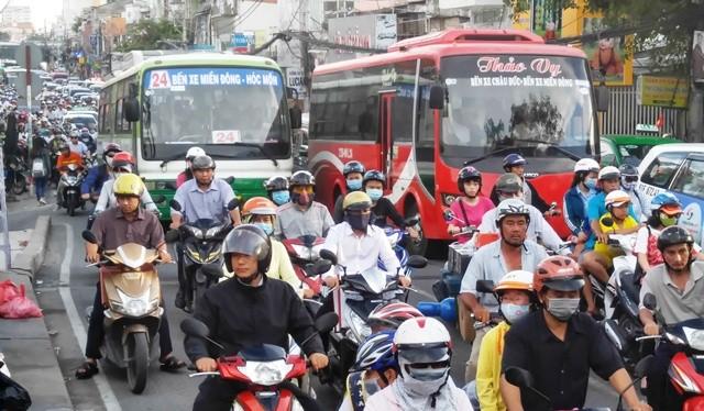 Cả nước xảy ra 15 vụ tai nạn giao thông (TNGT), làm chết 11 người và làm 8 người bị thương.