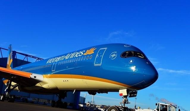 Airbus đã ký hợp đồng bán 40 máy bay Airbus trị giá 6,5 tỉ USD cho Việt Nam trước sự chứng kiến của ông Francois Hollande và Chủ tịch nước Trần Đại Quang.
