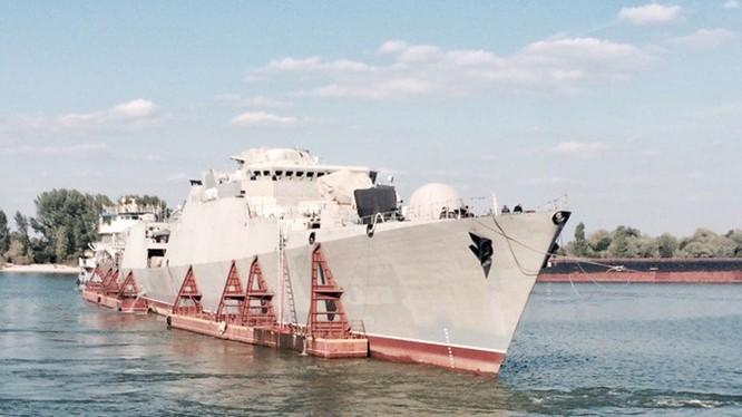 Ảnh tàu Gepard 3.9 thứ 3 của Việt Nam tại thành phố Azov (vùng Rostov), trước khi vào biển Azov, ngày 7.9