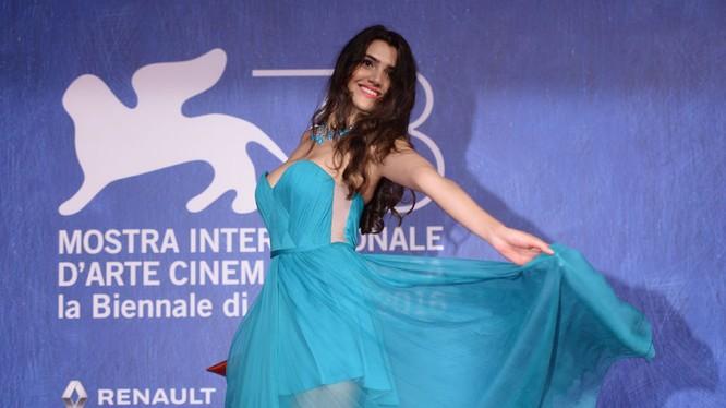 Người mẫu Rumani Loredana Violeta Salanta Đọc thêm: http://vn.sputniknews.com/photo/20160907/2359310/lien-hoan-phim-venice.html