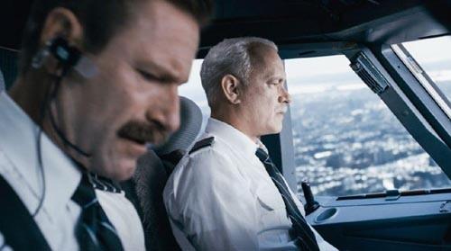 Tom Hanks hóa thân thành cơ trưởng Sully, người hùng của nước Mỹ đã cứu sống 155 hành khách trên chuyến bay định mệnh.