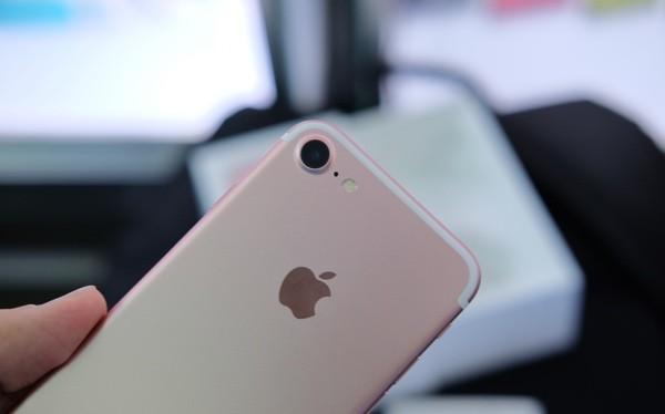 Đây là hình ảnh chiếc iPhone 7 phiên bản thương mại sẽ chính thức được bán ra cho khách hàng vào ngày 16/9