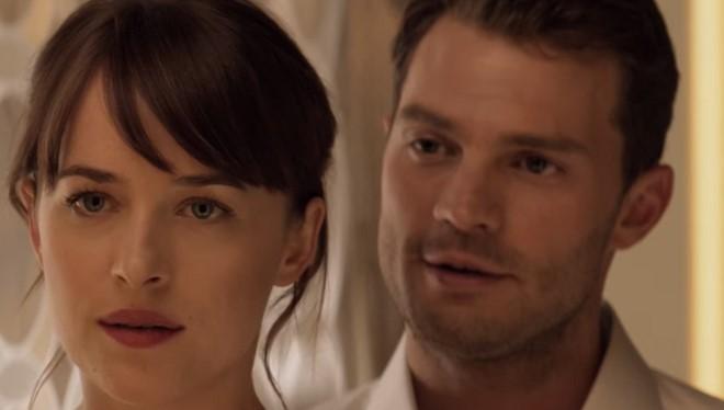 """Bên cạnh những chi tiết mới mẻ, Fifty Shades Darker vẫn trung thành với ý tưởng chủ đạo của phim là những cảnh quay ướt át, nóng bỏng của cặp đôi """"ngôn tình Tây phương""""."""