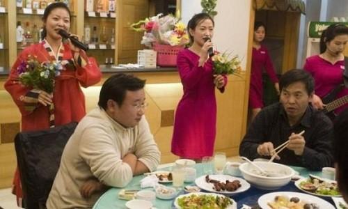 Nữ nhân viên trong một nhà hàng Triều Tiên ở Trung Quốc. Ảnh: Sohu.com