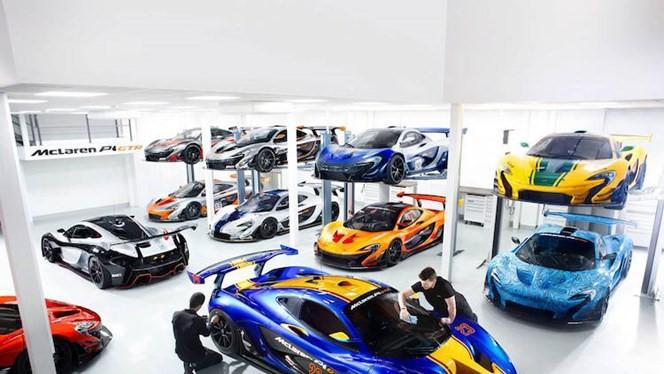 Ảnh chụp tại gara xe đua McLaren P1