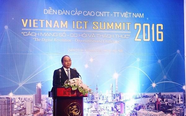 Thủ tướng nhấn mạnh, phát triển hạ tầng đồng bộ và phát triển nguồn nhân lực được xác định là giải pháp đột phá cho phát triển.