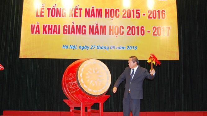 Bộ trưởng Bộ TT&TT Trương Minh Tuấn điểm trống khai giảng năm học mới tại Học viện Công nghệ BCVT