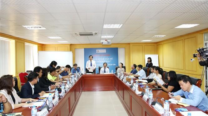 Ông Thuận Hữu, Chủ tịch Hội Nhà báo Việt Nam phát biểu khai mạc Khóa bồi dưỡng