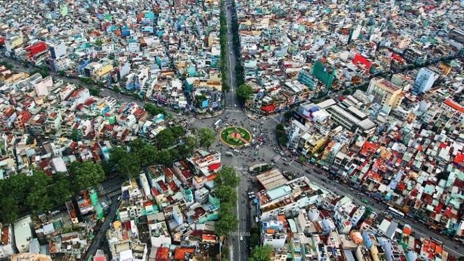 Ngã sáu Lý Thái Tổ - Giao lộ giữa đường Lý Thái Tổ, Điện Biên Phủ, Lê Hồng Phong và Ngô Gia Tự.