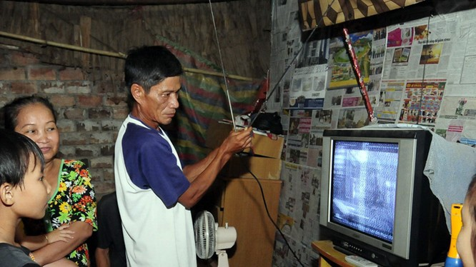 Số hóa truyền hình sẽ tác động lớn tới những người dân đang thu xem truyền hình quảng bá. Ảnh minh họa: Internet