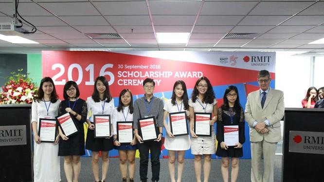 Các sinh viên xuất sắc của Đại học RMIT Việt Nam được trường trao Học bổng Thạc sỹ năm 2016.