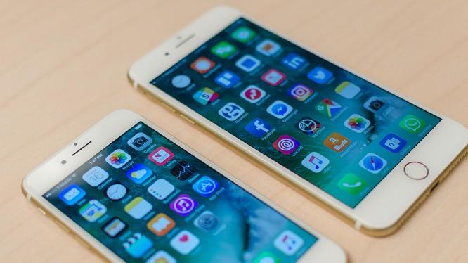 Tại Hoa Kỳ, giá bán lẻ của iPhone 7 là 649 USD, ngang bằng với giá khởi điểm của iPhone 6.