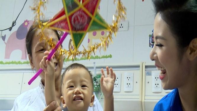 Tân Hiệp Phát tặng quà Trung thu cho 1000 trẻ em bệnh hiểm nghèo