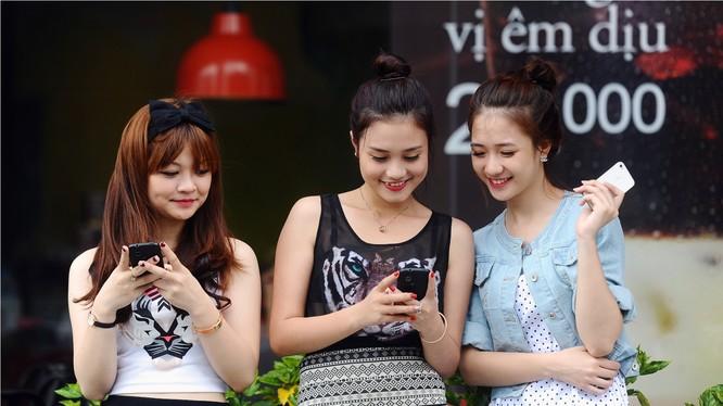 Nhiều nhà mạng tự động cài đặt, đăng ký và gia hạn dịch vụ giá trị gia tăng mà người tiêu dùng không biết hoặc khó có thể kiểm soát.