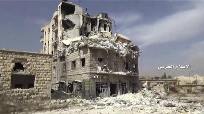 Ảnh chụp một ngôi nhà bị hư hại từ khu Bustan Al-Basha, Aleppo, ngày 4/10/2016.