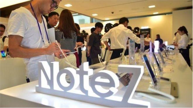 Galaxy Note 7 là mẫu điện thoại cao cấp, ra mắt hồi tháng 8/2016, đặt mục tiêu cạnh tranh với iPhone 7 của Apple ở ngôi vị cao nhất của phân khúc điện thoại thông minh.