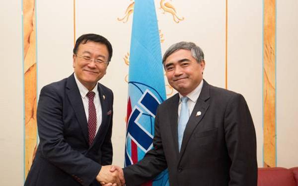 Thứ trưởng Nguyễn Minh Hồng gặp và làm việc với ông Cheasub Lee, Cục trưởng Cục Tiêu chuẩn hóa viễn thông ITU