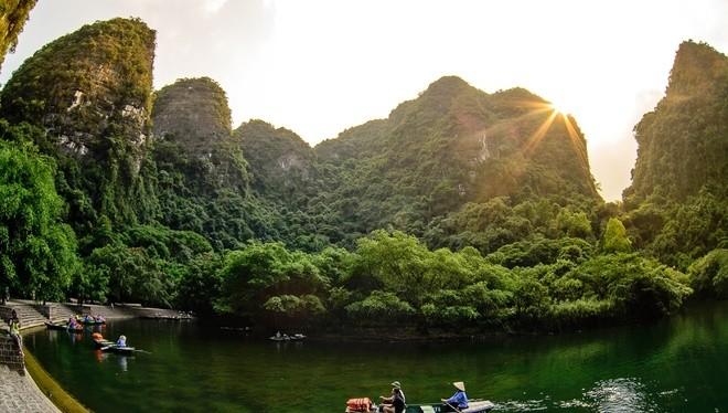 """Đoạn teaser mới nhất của bộ phim bom tấn """"Kong: Skull Island"""" vừa công bố đã hé lộ nhiều hình ảnh núi non hùng vĩ của Việt Nam."""